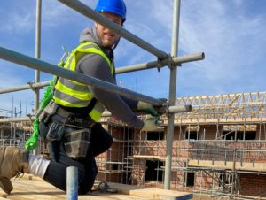 advanced-scaffolding-man-at-work